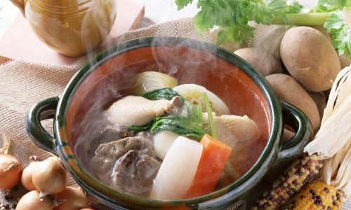 картофельное пюре с тефтелями и овощами