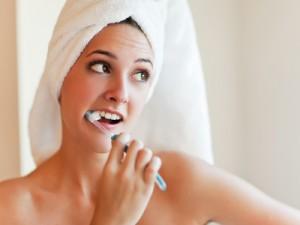 неаккуратное применение стоматологического инструмента,